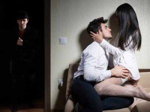 Как узнать изменяет ли жена по трусам, чтобы отпереться не смогла?