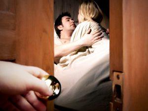 Как узнать измену жены по трусам точно?