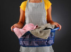 Как определить происхождение пятен на одежде, нижнем белье, постели и др