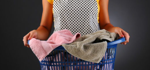 Как определить происхождение пятен на одежде, нижнем белье, постели и др.