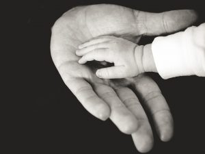 Можно ли установить отцовство через суд?